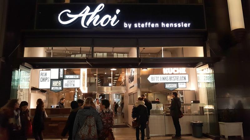 Schlange beim Restaurant Ahoi in Hamburg