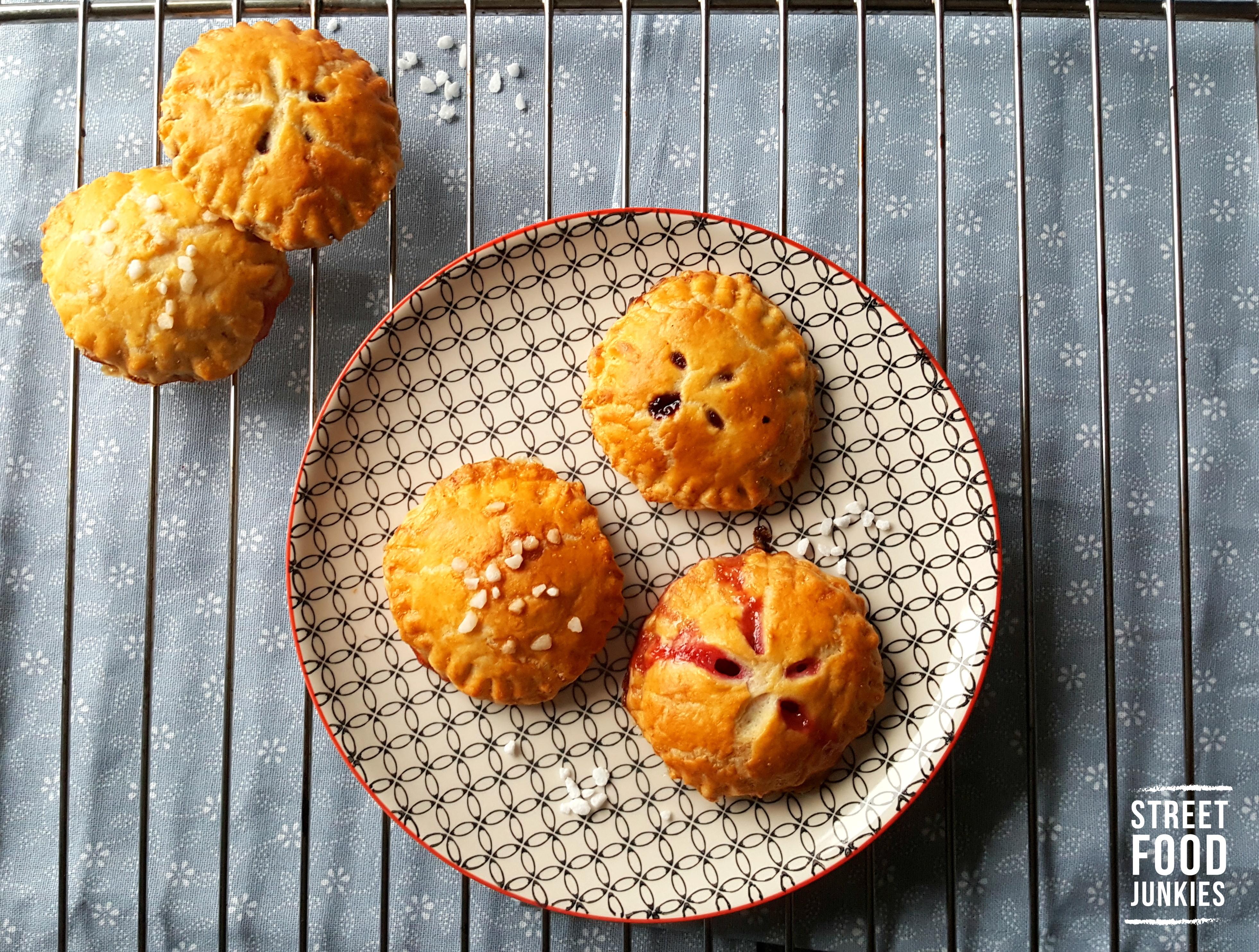 Mini-Kuchen mit Fruchtfuellung