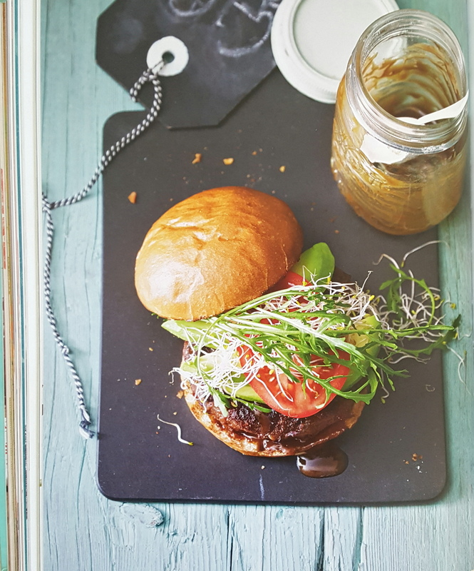 Burger-Senf-Bun-Salat-Beef