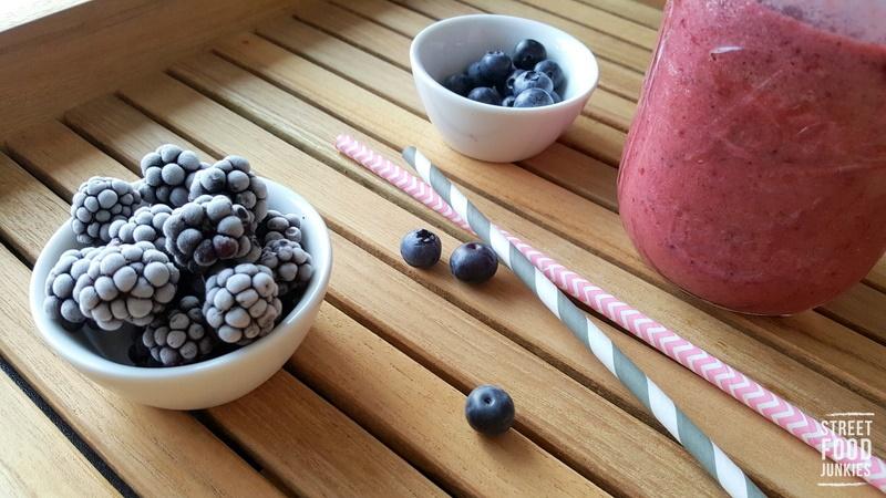 Smoothie-mit-Beeren-und-Joghurt