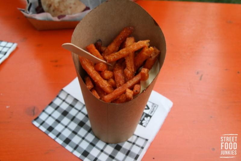 frittierte Süßkartoffelpommes mit Mayo