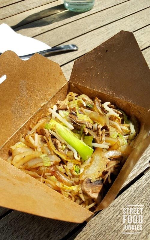Vegetarische Bratnudeln vom Deli Chi Food BUs