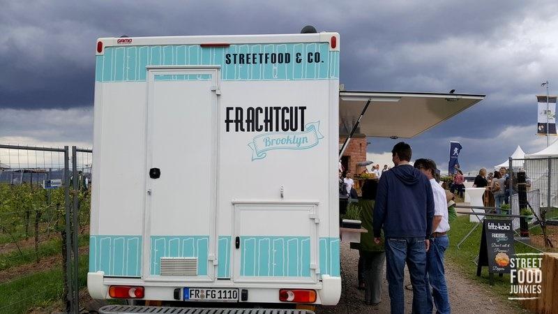 Foodtruck Frachtgut auf einem Weinfest