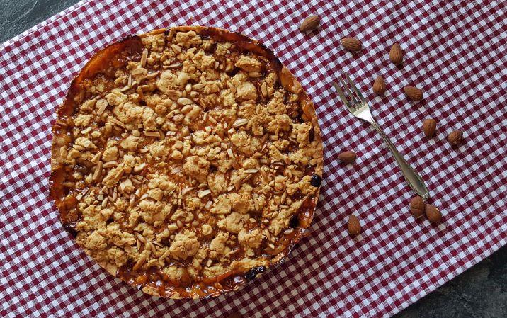 Kuchen mit Apfel und Mandeln